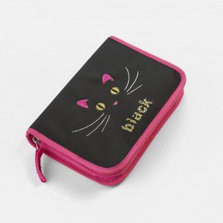 sort penalhus med kattemotiv